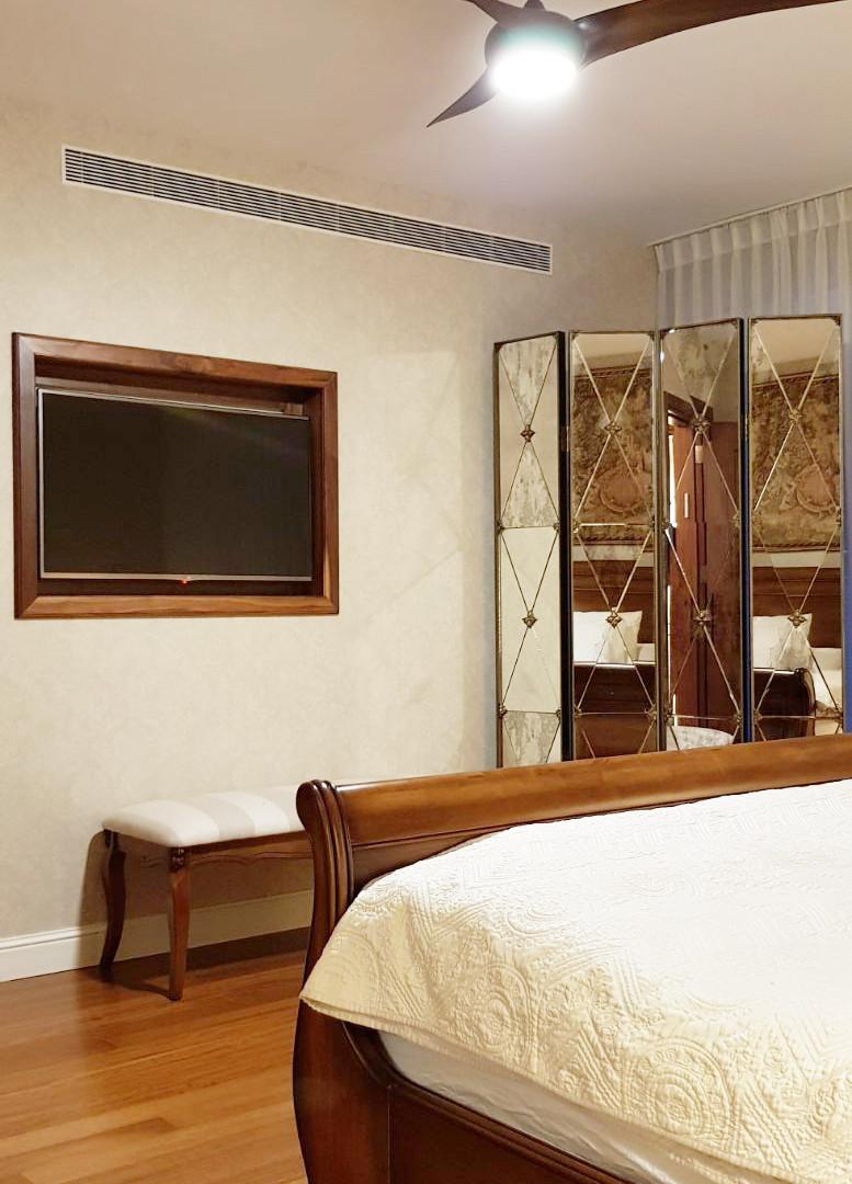 קיר טלויזיה בחדר שינה הורים