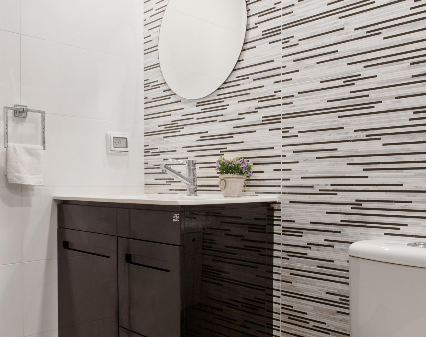 עיצוב אמבטיה שחור-לבן