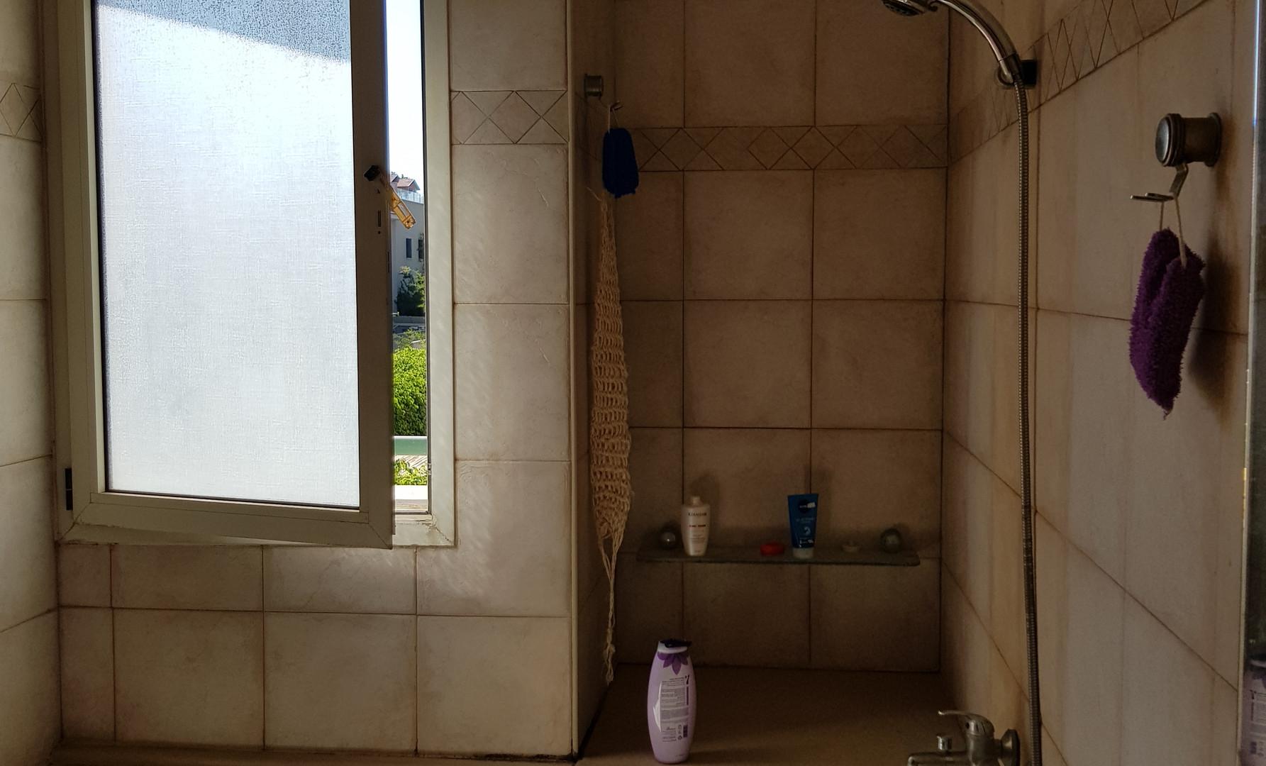 חדר אמבטיה הורים לפני