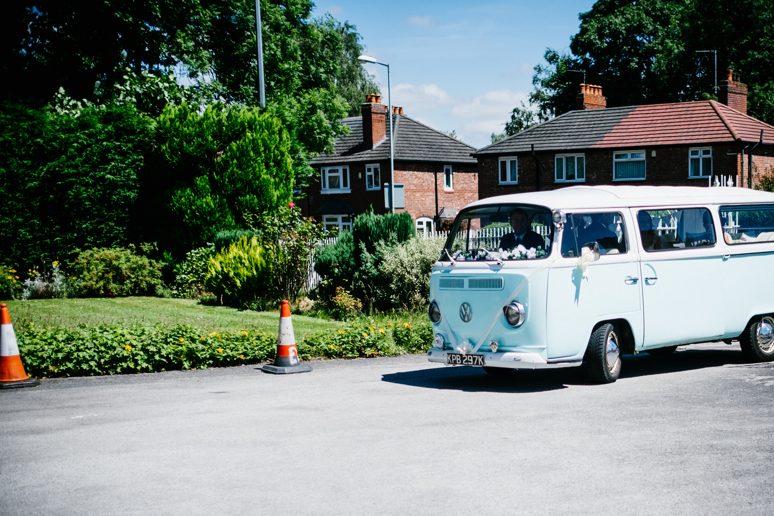 bride-arrives