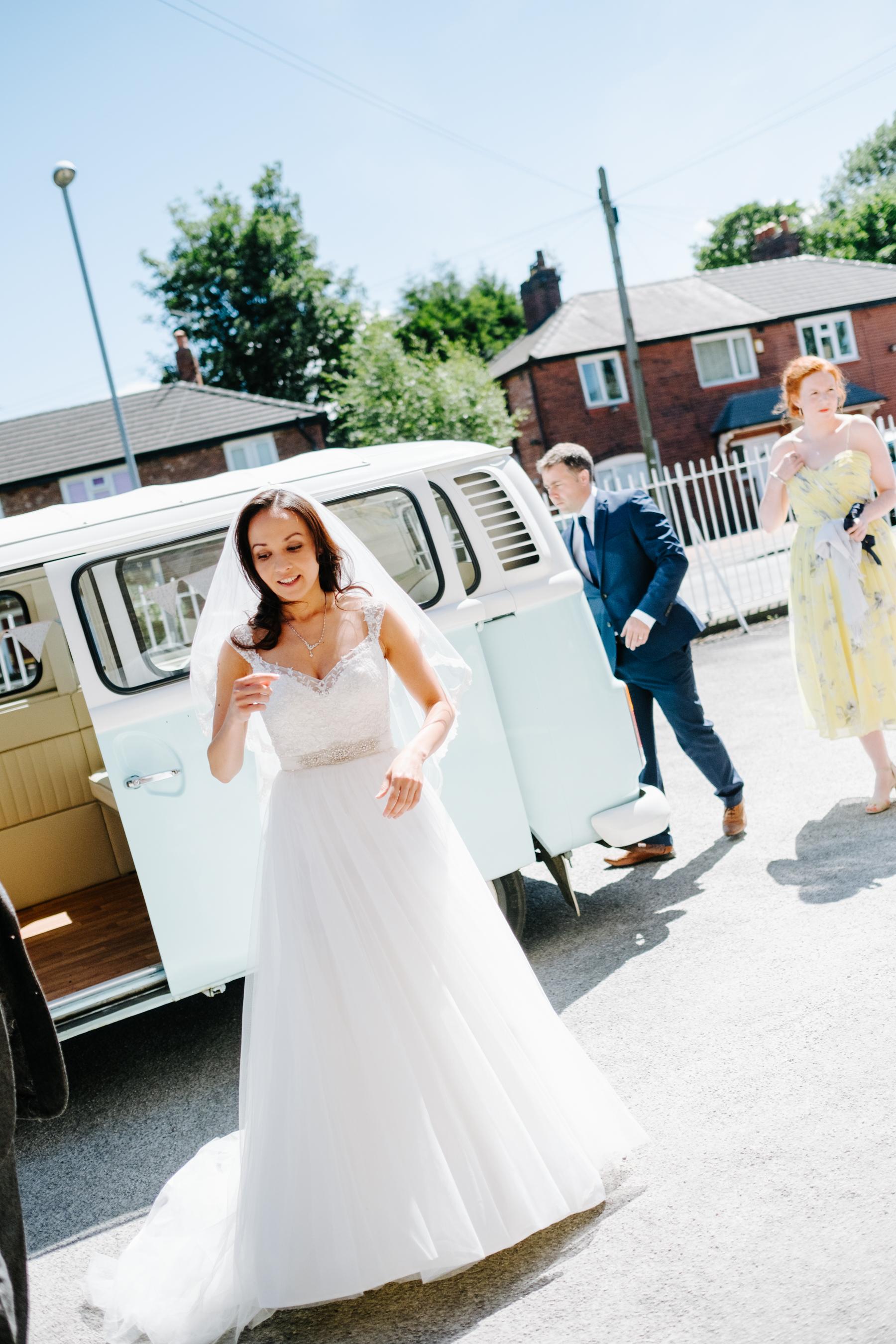 bride-arrives-7
