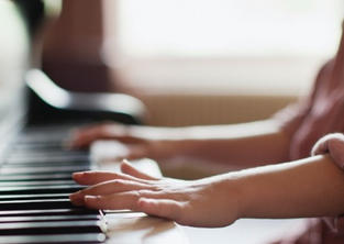 piano lessons 1-on-1 online at www.musictutoronline.co