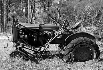 rustic-tractor-3613465_1280.jpg