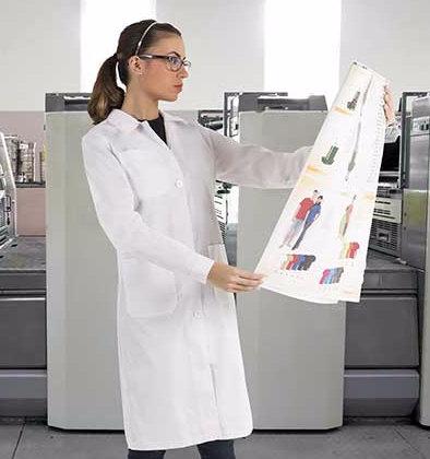 Bata de mujer blanca tejido sarga 65%poliéster 35% algodón