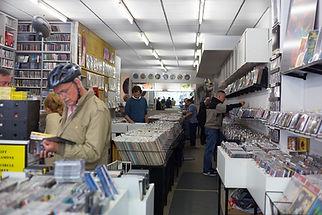 Innenansicht von M2 Music. Auswahl an gebrauchten Schallplatten Vinyl und CDs bei M2 in München