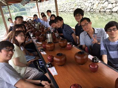 宇治川遊覧船での昼食、涼を感じます(ラボ旅行@京都1日目)