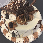 Oreo Custom Cake | Munch it PASTRY SHOP