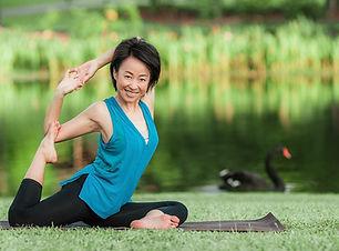 Yoga in the park, Elaine Vajira, SunUp Yoga
