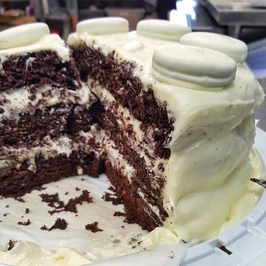 White Fudge Oreo Cake