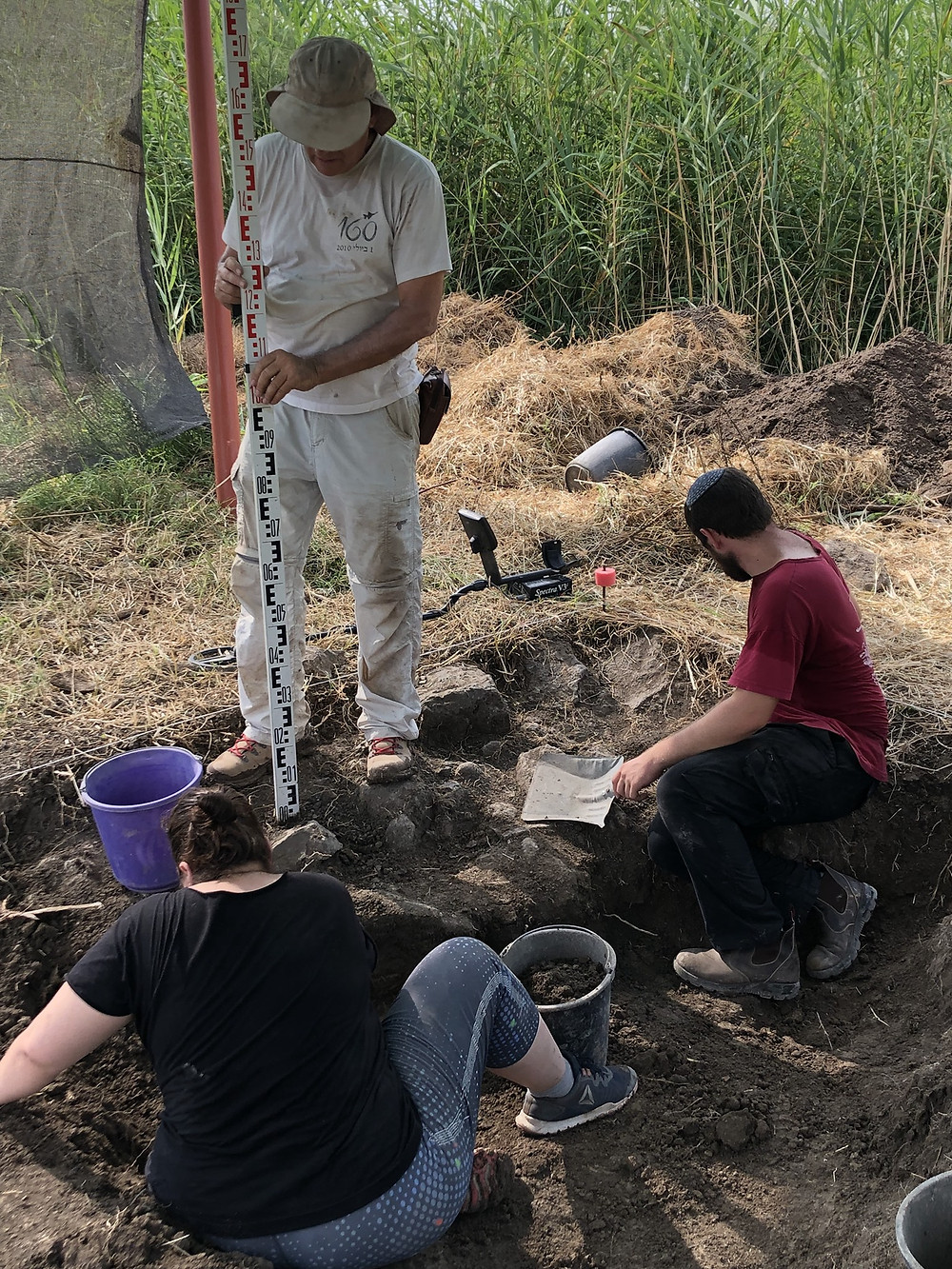 Motti Aviam measures the elevation of the walls of another first-century house in C2. The elevation corresponds to the elevation of houses excavated in C1 in 2019. Together they indicate a significant settlement in the early Roman period.