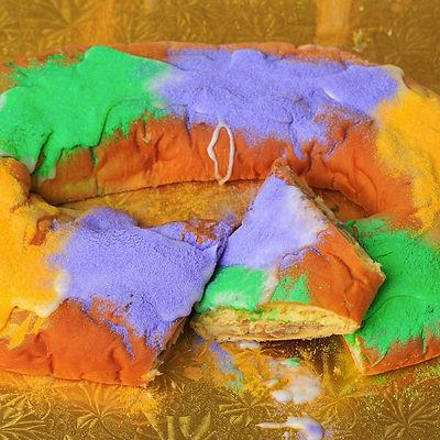 Gambinos king_cake_traditional_1.jpg