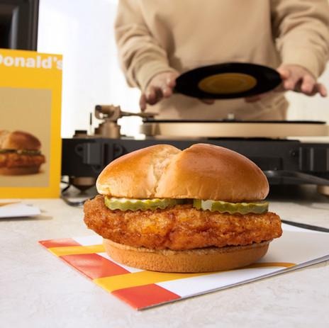 Mcdo sort le grand jeu pour son nouveau Burger au Poulet Frit
