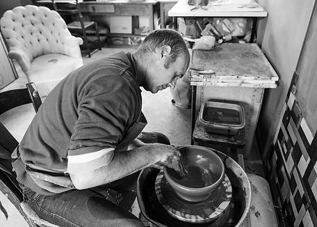 Patrick Sibille  Atelier Céramique travail au tour de potier terre argile grès artisant d'art