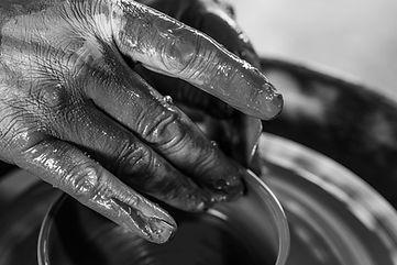 façonnage à la main Patrick Sibille  Atelier Céramique travail au tour de potier terre argile grès artisanat d'art