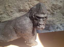 Gorille en grès noir