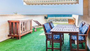 A one bedroom getaway opposite the marina with pool!