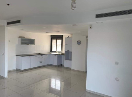 For Sale! 5 room ground floor opposite beach