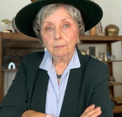 Joyce Porter as Karen Foxly