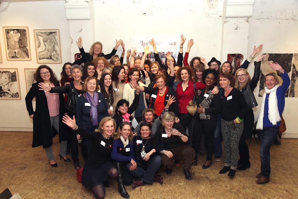 Pour fêter les 120 portraits d'Amazones et les 2 ans de projet, le 17 mars 2016, dans l'atelier de Sophie Sainrapt a eu lieu la Première Soirée des Amazones. Plus de 40 participantes pleines d'enthousiasme, et de la bonne énergie se sont déclarées présentes. La soirée était animée par un beau programme artistique, le duo des comédiens : Sylvie Marletta et Alain Garcia, a fait une présentation de textes de Charles Bukowski.