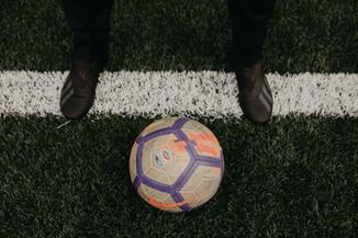 Dettaglio pallone scarpe linea.jpg