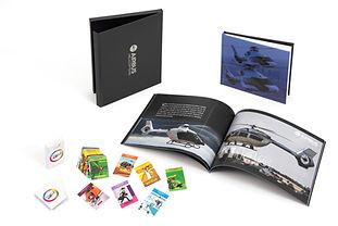 Libro de impresión Digital con contenedor en pasta dura y juego de cartas.