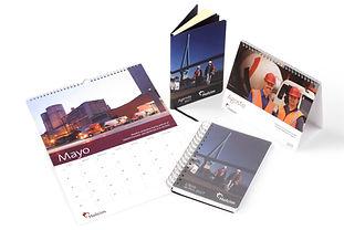 Calendario de pared, calendario de escritorio, libreta con wire-o y libreta tipo molskine.