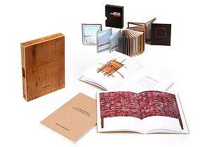 Contenedor con tres libros y deslpeglable con contenedor.