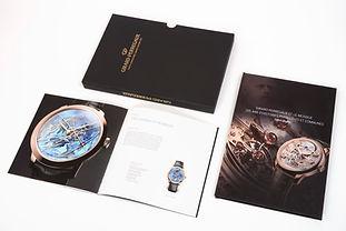 Libro Catalogo de relojes en pasta dura con contenedor, interiores en impresión digital.