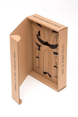 Caja contenedor de carton con suaje y diseño.