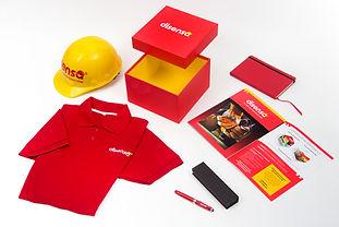 Casco, playera, contenedor, libreta molskine, pluma, promocionales para tiendas Holcim Disensa.