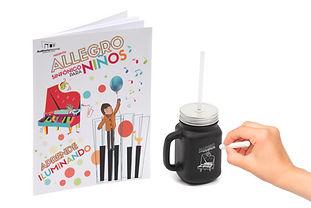 Tasa con gis para personalizar y libro para colorear del Allegro Sinfonico para niños.
