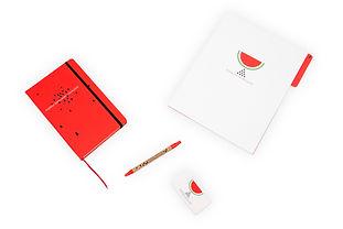 Libreta moleskine, Folder, Pluma y tarjeta de Mujeres Sembrando Igualdad, Fondo Semillas.