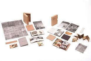 Conjunto con catálogo y desplegado en papeles especiales