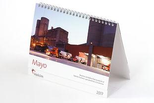 Calendario de escritorio 2017 con wire-o para Holcim.