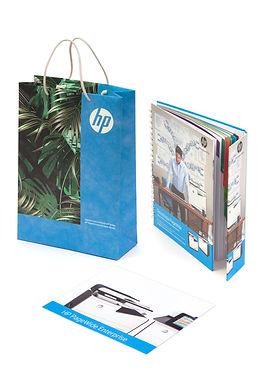 Bolsa en tyvek giveaway con libreta wire-o y folleto.