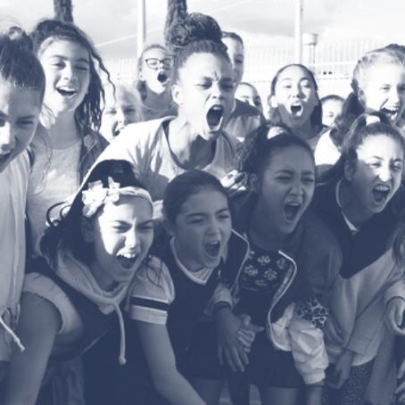 Las adolescentes australianas hacen equipo