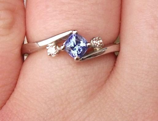 Platinium Tanzanite & diamond ring