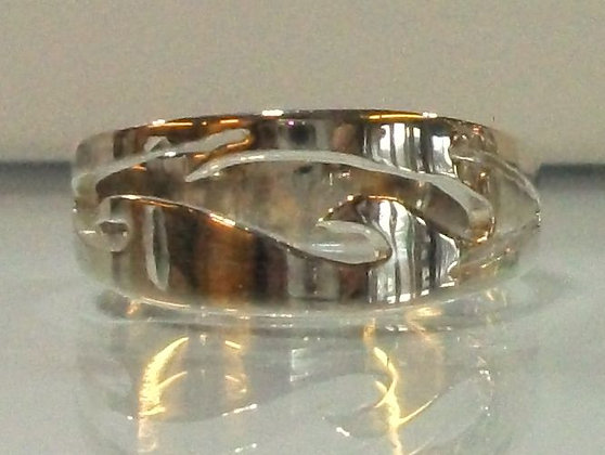 Silm wave ring