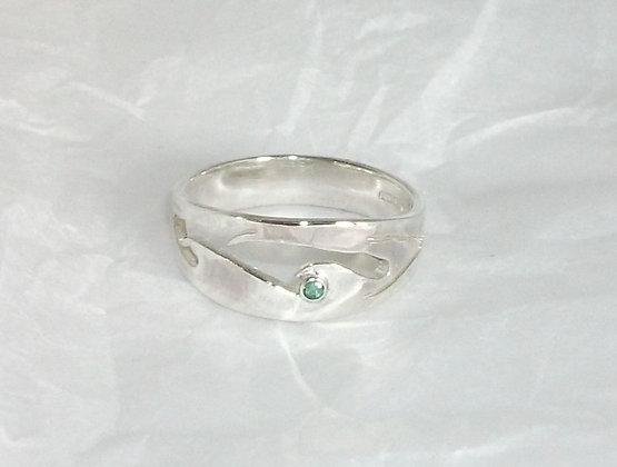 Slim wave ring stone set