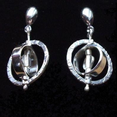 9ct white gold spinner earrings