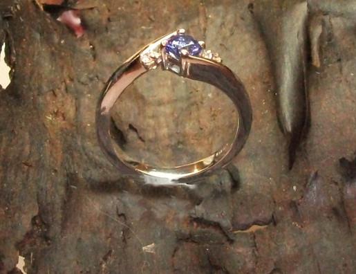 Platinium ring with Daimonds & Tanzanite