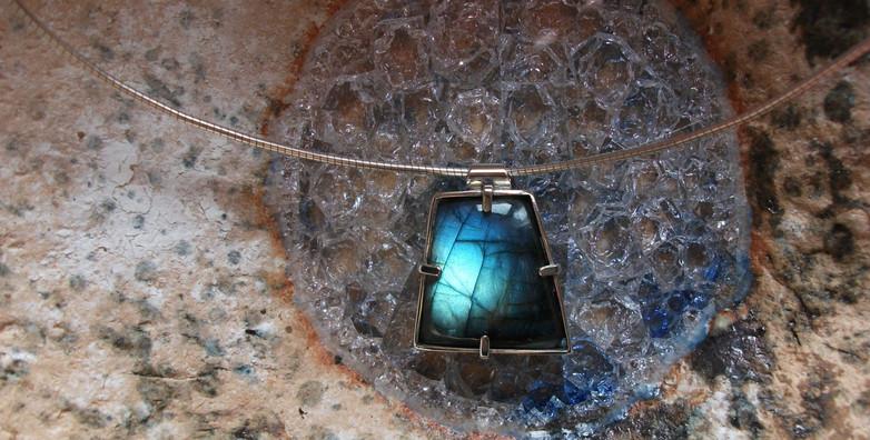labrodite pendant