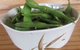 Edamame(steamed soybeans)