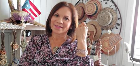 Norma Gómez Rodriguez  con sus Artesanías de Petate