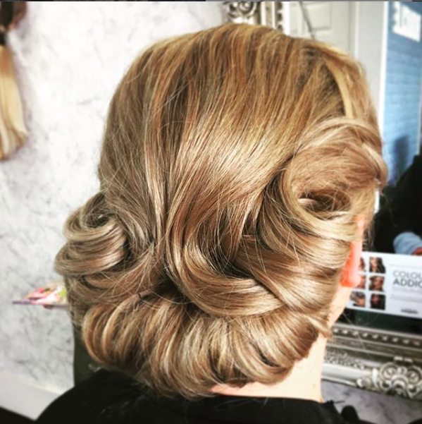 vintage inspired bridal hair undo on blonde hair for a stunning bride