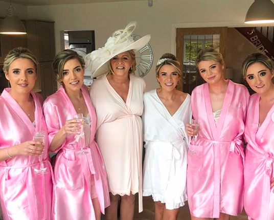 large bridal party with bride, mother of the bride and bridesmaids all with natural looking bridal h