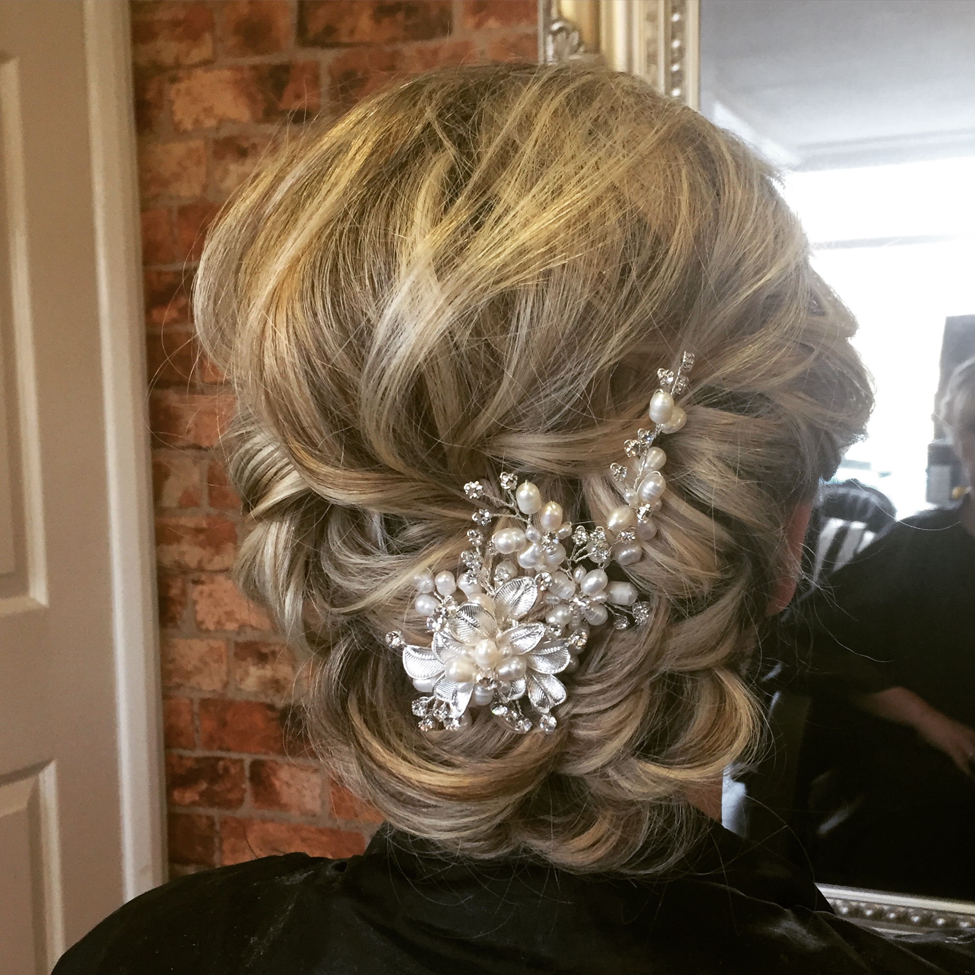 blonde bridal hair naturally finished with loose curls and beautiful wedding hair comb with diamonds