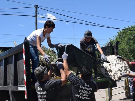 Jornada solidaria en #Bernal Oeste luego de las inundaciones.