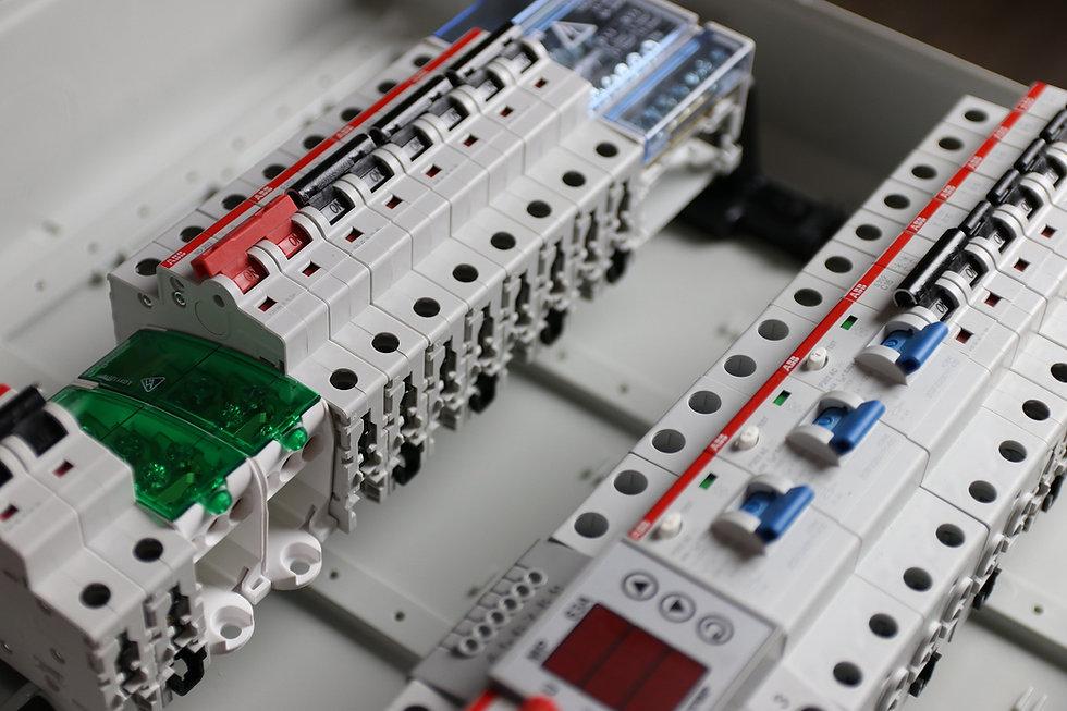 electrician-3276851_1920.jpg