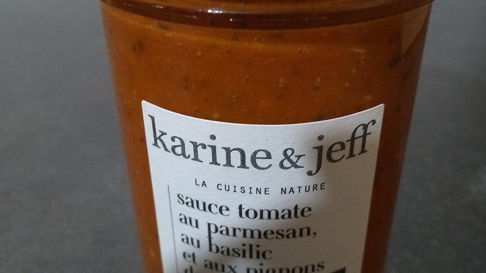 Sauce tomate au parmesan, au basilic et aux pignons de pin